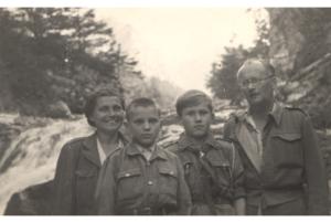 m-i-j-rostoccy-w-tartach-w-srodku-maciej-i-boleslaw-faron-1946