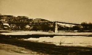 zimowy-widok-na-most-w-zarzeczu-z-zabrzezy-1967